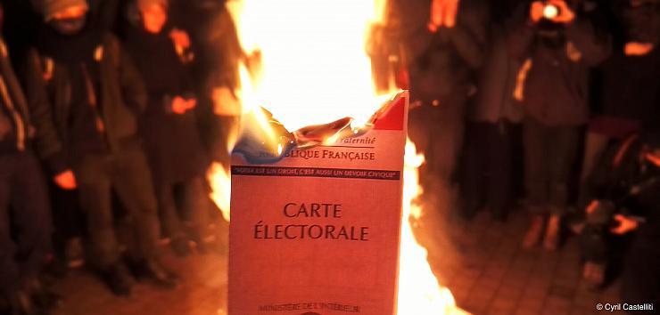 Carte électorale qui brûle